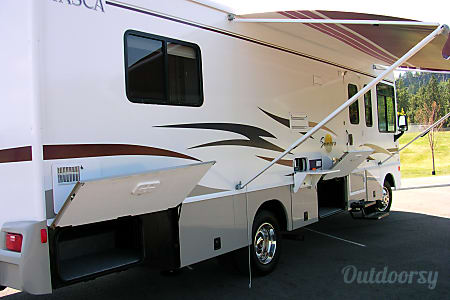 02005 Winnebago Itasca Sunova 30B  Priest River, ID