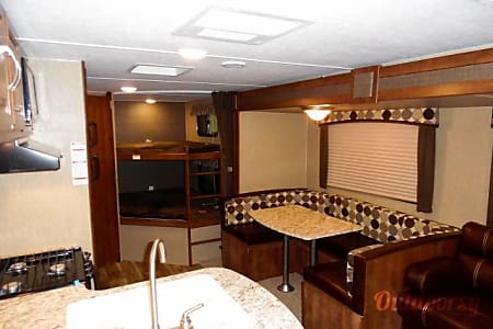 Newer camper with tons of room, fully stocked and easy to pull!  Saint Petersburg, FL
