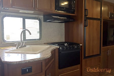 Haley's Heavenly RV - 2017 Avenger ATI DBS  Cibolo, TX