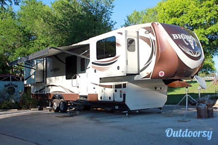 02016 Heartland Bighorn 3750FL Like New  Rhome, TX