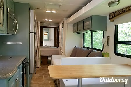 2015 Thor Miramar 34.1 - Custom Day Bed, Dinette & Mobile Office  Saint Clair, MI