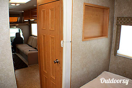 2010 Thor Motor Coach Four Winds Five Thousand 28A  Keyport, NJ