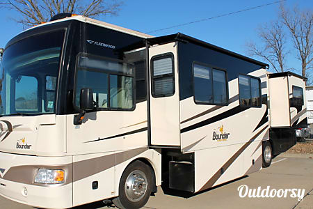 02008 Fleetwood Bounder 38S Diesel  North Little Rock, AR