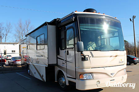 2008 Fleetwood Bounder 38S Diesel  North Little Rock, AR