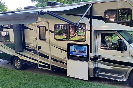 Forest River Sunseeker W/ Bunk beds, bluetooth, GPS and auto leveling jacks  Fairfax, VA