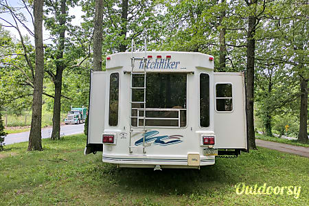 1999 Nuway Discovery Hitchhiker Delivery to your campsite! Long term rental options available!!!  Honey Brook, PA