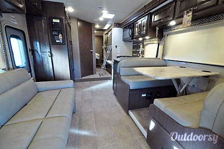 New 2017 32' Class C Bunk House - Thor Chateau  Acworth, GA