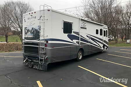Super Clean Class A Diesel Pusher, Easy To Drive and Ready For Your Next Adventure!  House Springs, MO