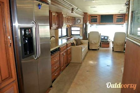 2012 Fleetwood Discovery w/ King Suite  Gatesville, TX