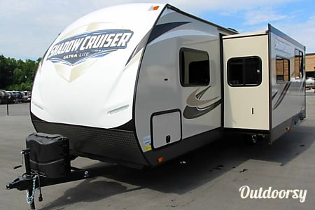 2017 Shadow Cruiser Bunk House Travel Trailer- Everything you need to get Camping!   --No Brake Controller Required.  Lodi, California