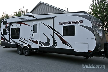 2016 Forest River Shockwave 27FQGDX  Snoqualmie, WA