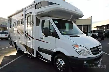 0Mercedes Turbo 188 HP Diesel  Class C 25ft with 2-Slides and Private Bedroom, Rear Swaybar  Sacramento, CA