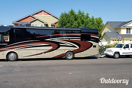 0Roll like a rock star with an eye-catching Class A coach - accommodates 8!  Victor, NY