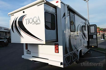 2013 Mercedes Sprinter Class C RV with private bedroom, cab bed, and small pull out sofa  Reno, NV