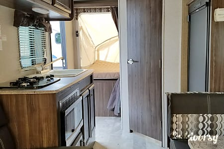 18' Expandable Travel Trailer  Manheim, PA