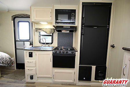 WINNEBAGO MICRO MINNIE 2106FBS  Junction City, OR