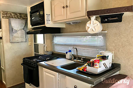 2006 Keystone Outback 25'/30' remodeled  Los Angeles, CA