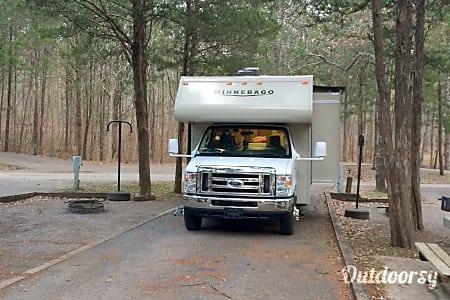 2015 Winnebago Minnie Winnie 27Q  Newland, North Carolina