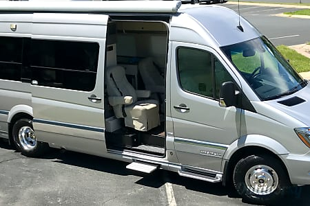 02014 Mercedes Benz 8 Passenger Airstream Interstate  Inver Grove Heights, MN