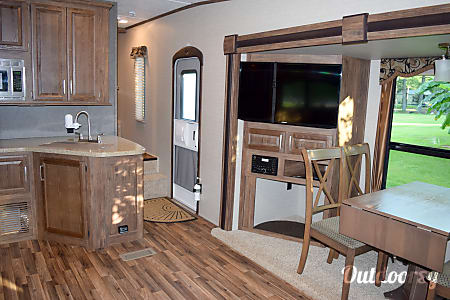 Rear Living 5th Wheel! We deliver and set up along the Alabama Gulf Coast!  Summerdale, AL