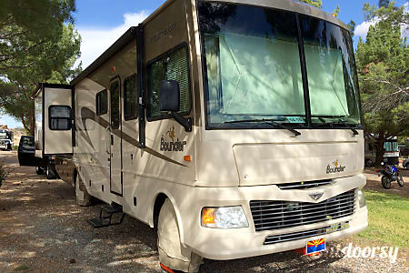 02008 Fleetwood Bounder Model 35H (2 bathroom)  Glendale, AZ