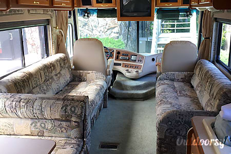 02001 Coachmen Aurora- VACATION READY INCLUDING LINENS!  Hendersonville, Tennessee
