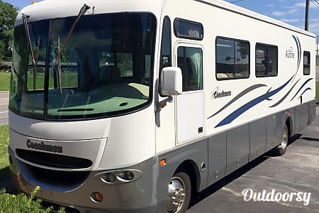 2001 Coachmen Aurora- VACATION READY INCLUDING LINENS!  Hendersonville, Tennessee