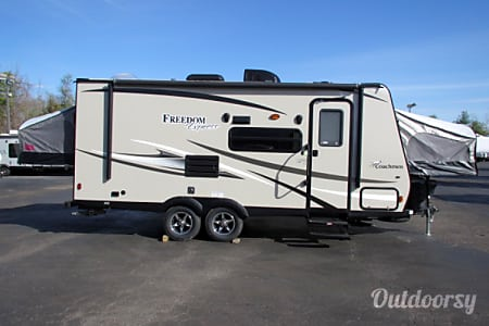 02015 Coachmen Freedom Express  Vista, CA