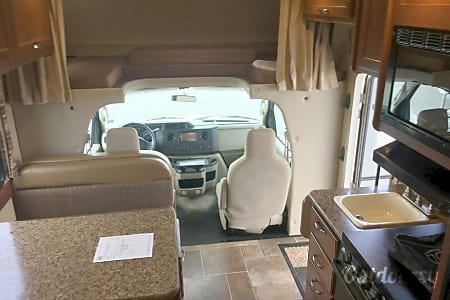 2016 Thor Motor Coach Chateau  Sharon, Massachusetts