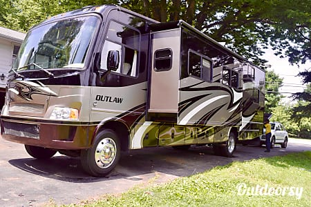 2012 Thor Motor Coach Outlaw  Chester Springs, PA