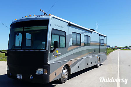 2006 Fleetwood Bounder  McAllen, Texas