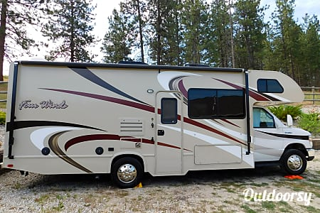 02017 Thor Motor Coach Four Winds  Stevensville, Montana