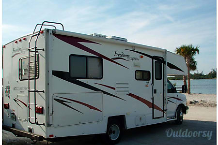 02008 Coachmen Freedom Express  Weeki Wachee, FL