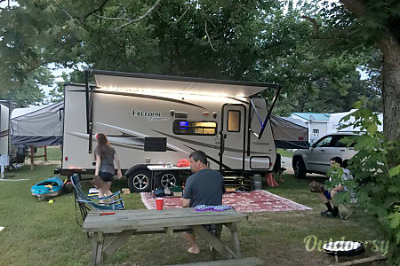 2017 Coachmen Freedom Express  Severn, Maryland