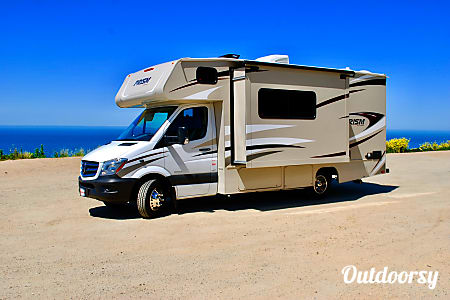 02018 Mercedes-Benz RV 2 Turbo Diesel engine 19 MPG!  Martinez, CA