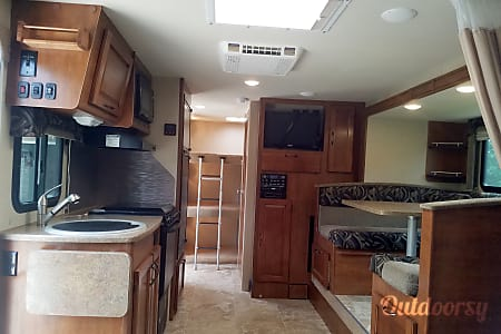 2015 Lance 2185 SUV-towable Camper  South Lyon, Michigan