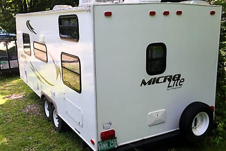 2010 Flagstaff Micro Lite 23-LB  Waterbury, Vermont