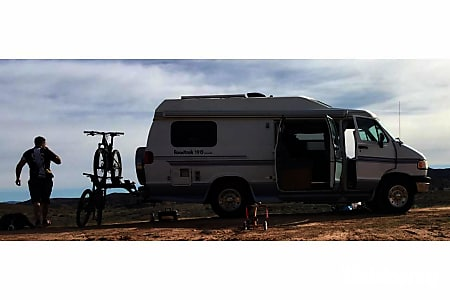 1997 Roadtrek 190 Versatile 4 Captains Chairs. Baby Seat Friendly.  Sleeps 4  Avon, Colorado