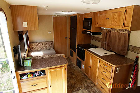 2010 Aerolite Travel Trailer  Dade City, Florida