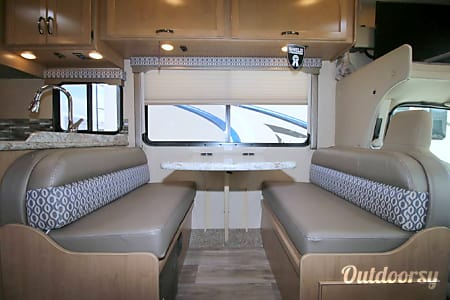 2018 Thor Motor Coach Freedom Elite 26HE  Thousand Oaks, California