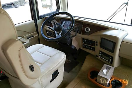 Fleetwood Pace Arrow 38P (Stevie) with optional Satellite, WiFi, and Jeep Wrangler Unlimited!  Spring, Texas