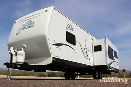 2005 Jazz Thor Travel Trailer 30ft w/Large slide out, sleeps 6  Hillsboro, Oregon