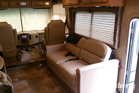 2015 Thor Hurricane 34J  Gower, Missouri