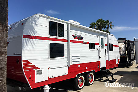 02017 Riverside Rv Retro  San Diego, California