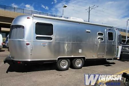 02018 Airstream International Signature 25  Denver, CO