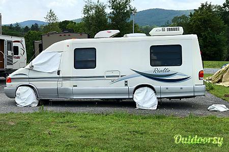 2003 Winnebago Rialta QD 4 Seater Class B Motorhome  Dillsburg, Pennsylvania