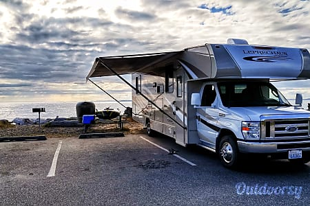 02017 Coachmen 32' - Sleeps 8  Camas, Washington