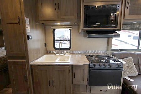 2017 Coachmen Freelander 26RS  Winter Garden, FL