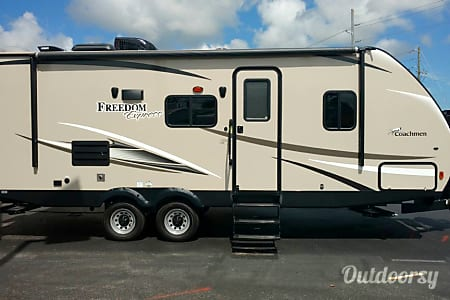 2017 Coachmen Freedom Express 23SE  Winter Garden, FL