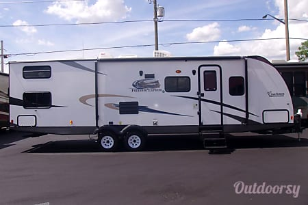 02017 Coachmen Freedom Express 29SE  Winter Garden, FL